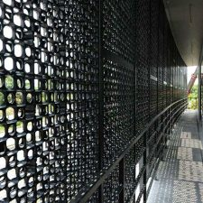 Architectural Screen Cladding as Sun Protection in Kuching