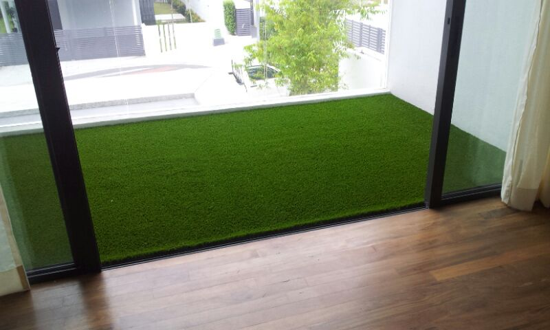 Dress up your balcony with artificial grass
