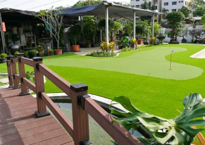 Privat Golf Putting With Artificial Grass