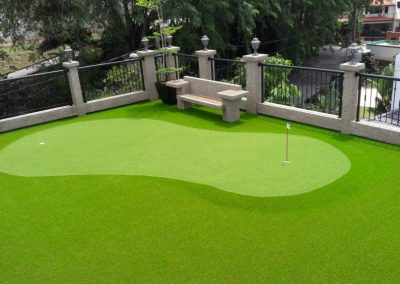 Private Artificial Grass Putting On Balcony